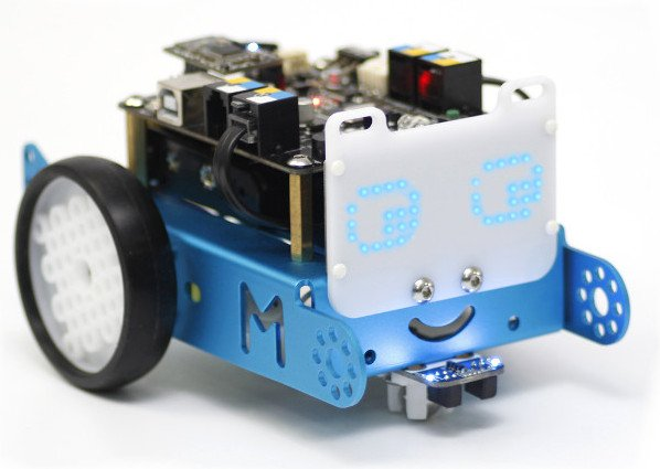 Robot edukacyjny mBot z zamontowanym wyświetlaczem matrycowym LED