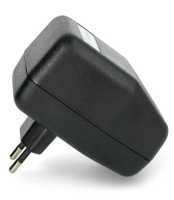 Odstraszacz to bardzo energooszczędne urządzenie, może być wpięty w gniazdko całą dobę.