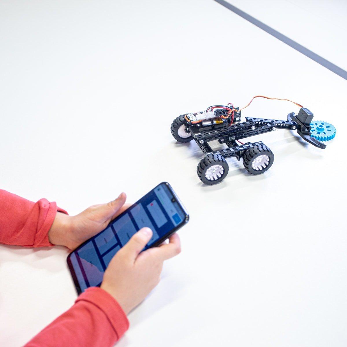 Robot sterowany aplikacją mobilną