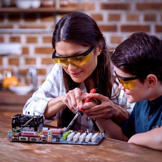 Zdjęcie wyróżniające dla tekstu - Time to learn a new skill. Debunking five soldering myths